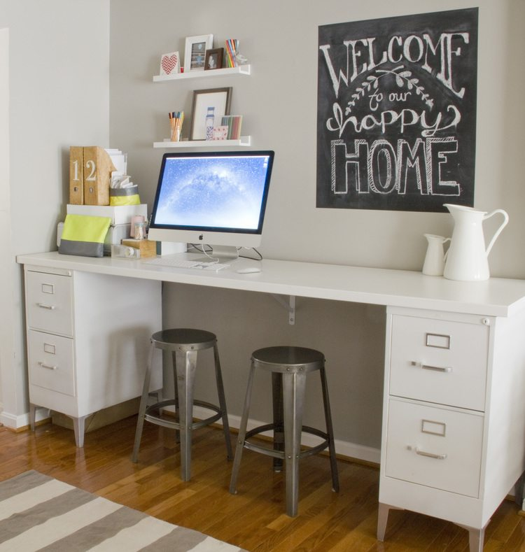 Charmant Metal Legs Add Style To This All White File Desk. Notice The Support  Bracket Mounted ...